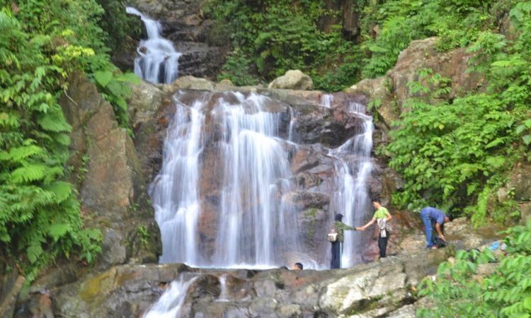Air Terjun Tiga Tingkat