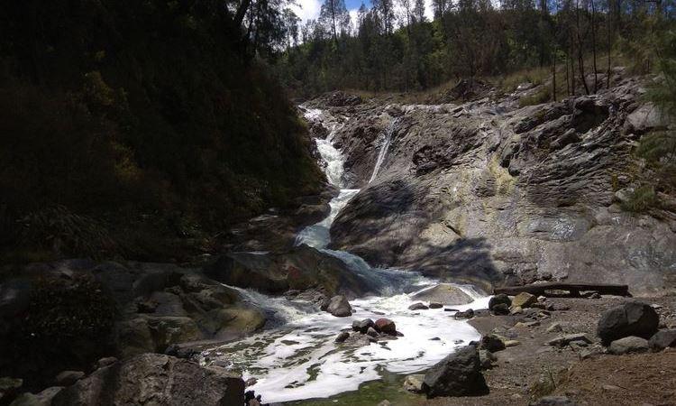 Air Terjun air Panas dan Kawah Belerang