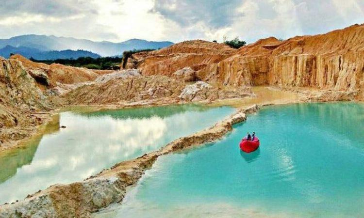 Danau Biru Tambang Batu Kapur Padas