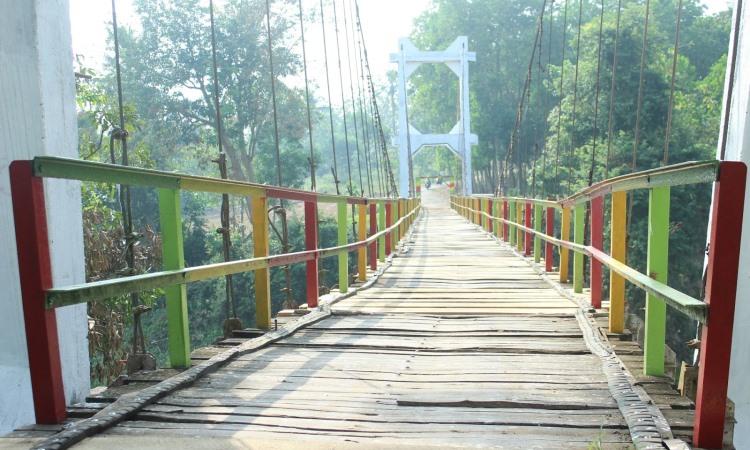 Jembatan Gantung 28 Kota Metro