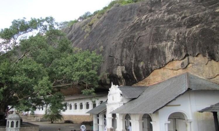 Lantai Gunung Batu dan Batu Monyet