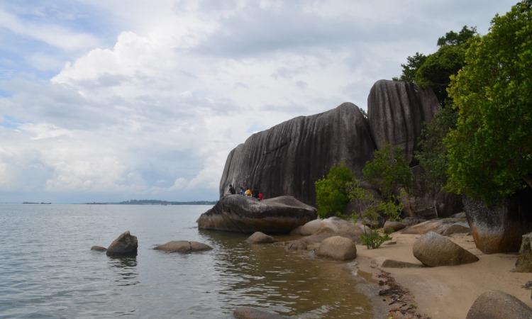 Pantai Dinding Batu Belinyu