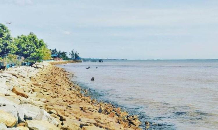 Pantai Teluk Makmur