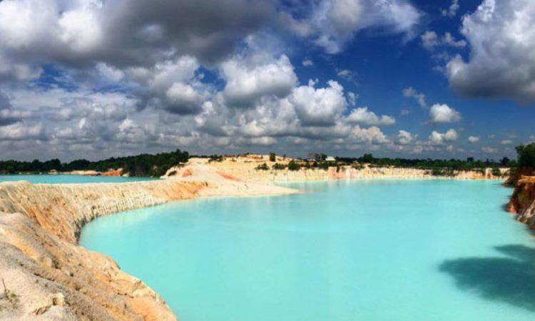 Danau Biru Kawal