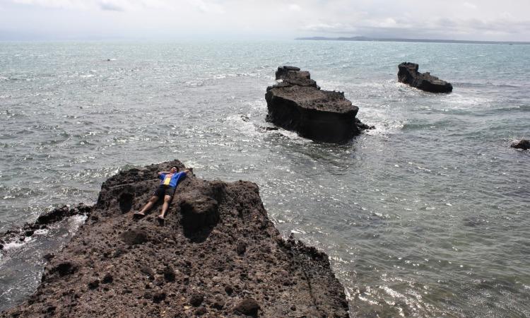 Pantai Guci Batu Kapal Rajabasa