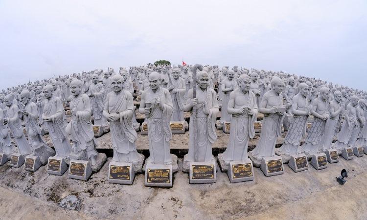 Vihara Patung 1000 Wajah