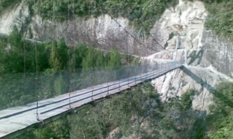 Jembatan Gantung Tornagodang