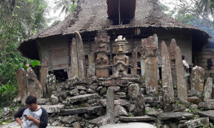 Kuburan Keramat Pulau Maose
