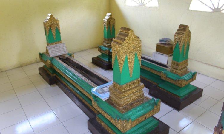 Makam Pangeran Sido Ing Rejek