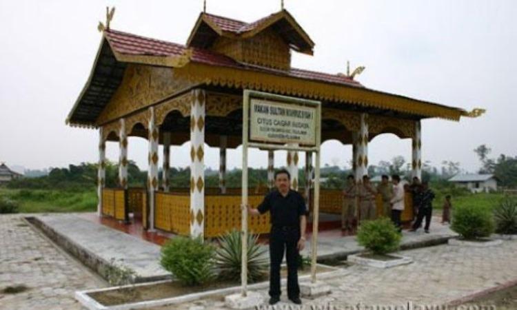 Makam Sultan Mahmud Syah I