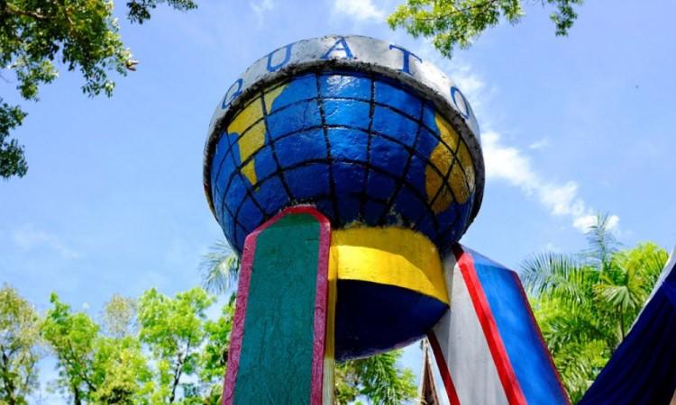 Monumen Equator