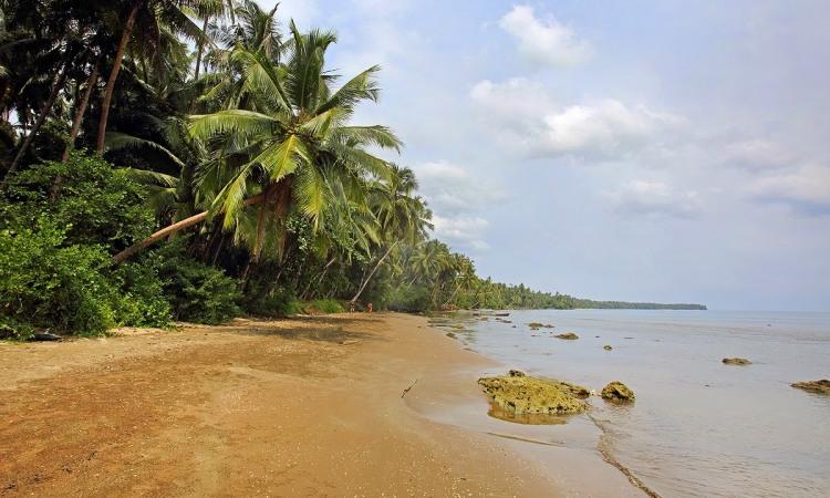 Pantai Indah Fofola