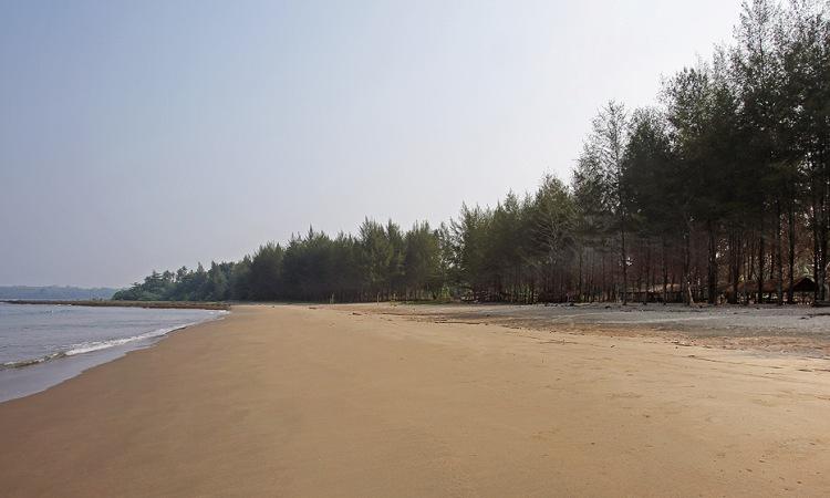 Pantai Pasir Berbisik