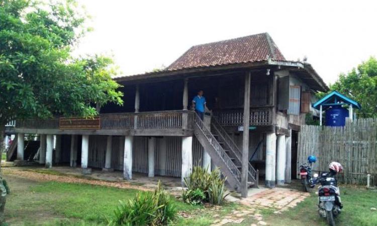 Rumah Limas 100 Tiang