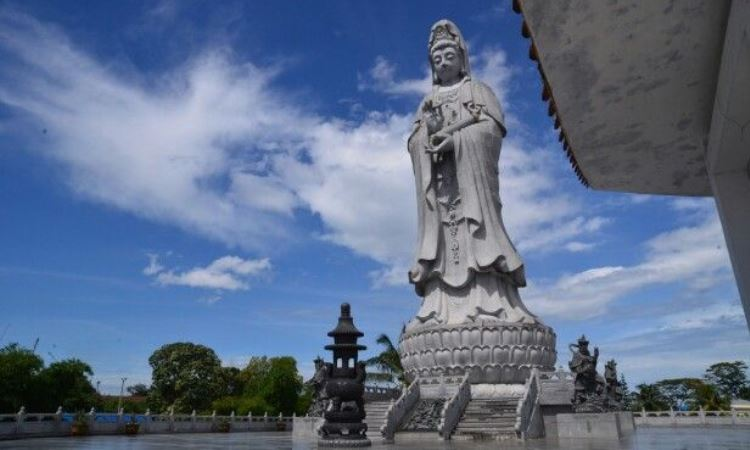 Vihara Patung Dewi Kwan Im