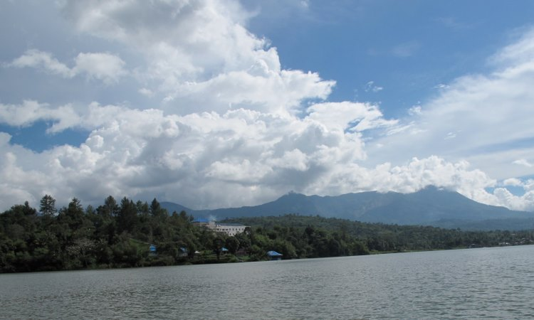 Danau Tes