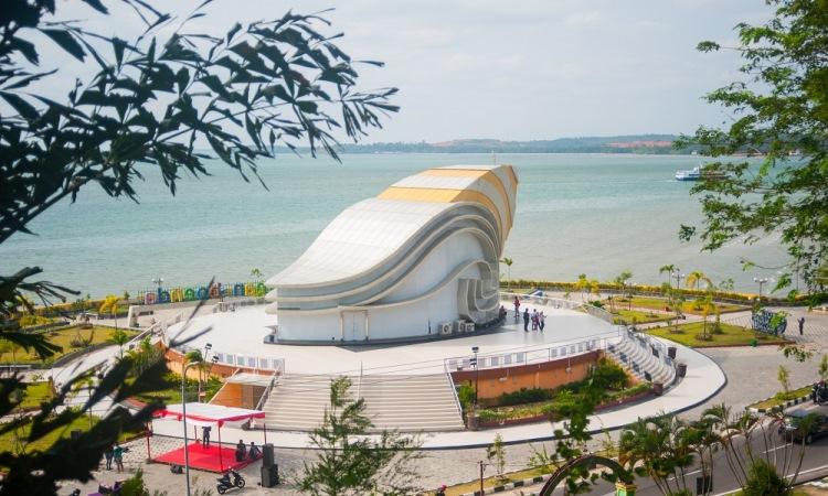 Monumen Gongong Raksasa