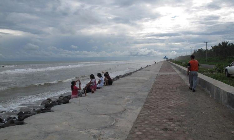 Pantai Abrasi Mukomuko