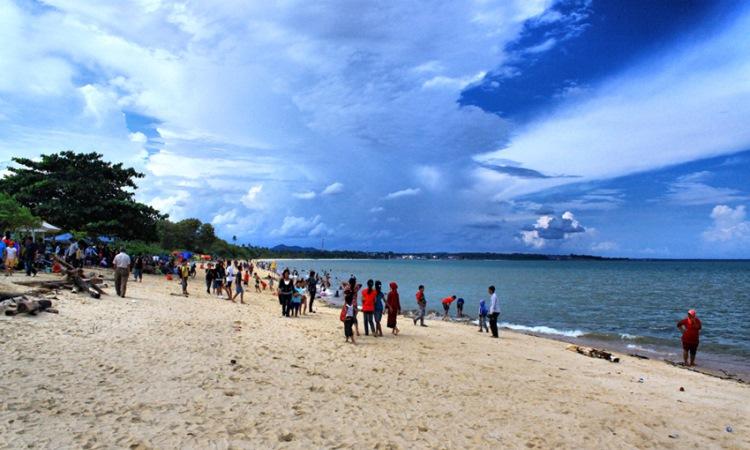 Pantai Batu Rakit