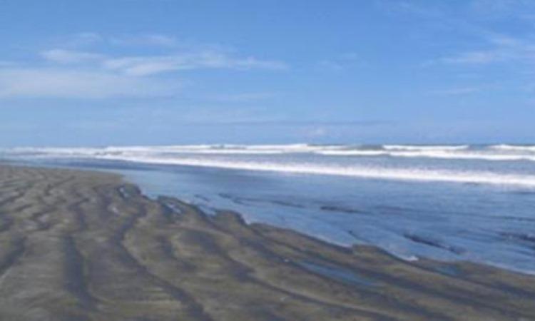 Pantai Muara Ngalam