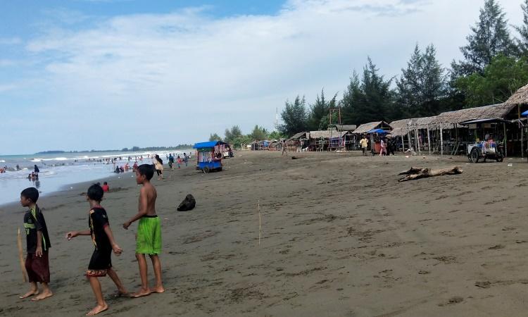Wisata Islami Pantai Kuthang