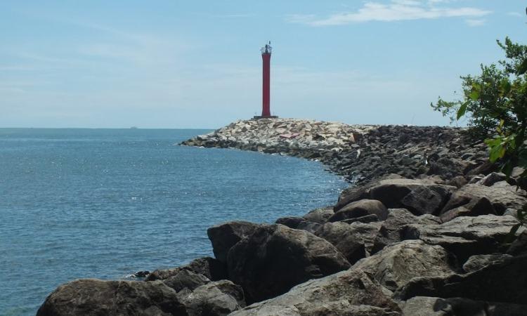 Pantai Lentera Merah