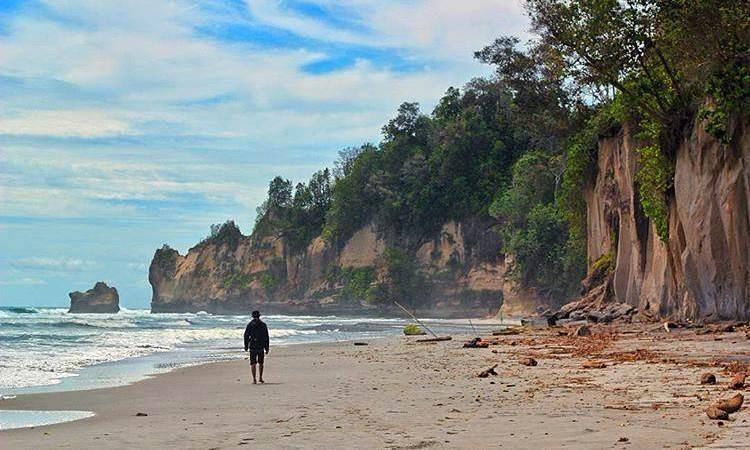 Pantai Manula