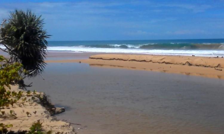 Pantai Ngambur