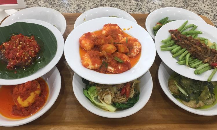 10 Restoran & Tempat Makan di Padang yang Paling Enak