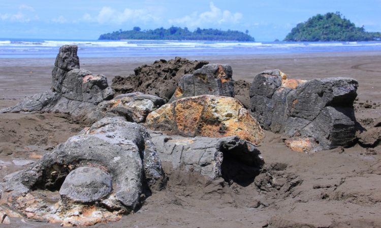 Pantai Air Manis, Sumatera Barat