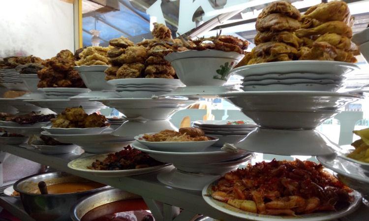 10 Restoran & Tempat Makan di Bukittinggi yang Paling Enak