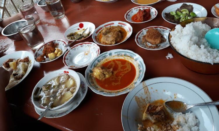 Rumah Makan Kayu Aro