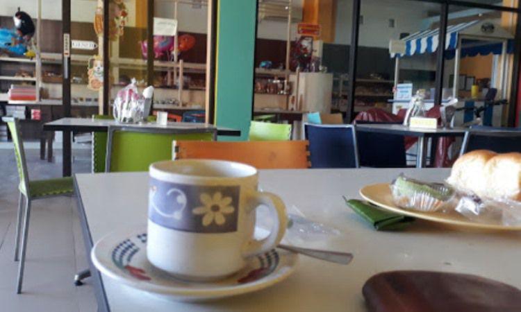 Happy Bakery & Café