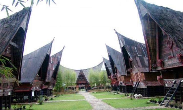 Rumah Bolon Rumah Adat Suku Batak Di Sumatera Utara Andalas Tourism