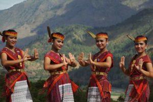 10 Pakaian Adat Sumatera Utara & Keunikannya