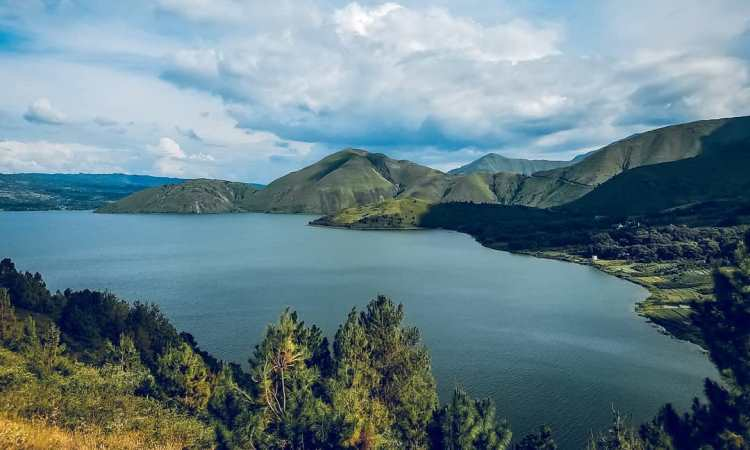 15 Tempat Wisata di Sekitar Danau Toba yang Paling Hits