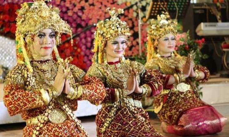 6 Pakaian Adat Sumatera Selatan & Keunikannya
