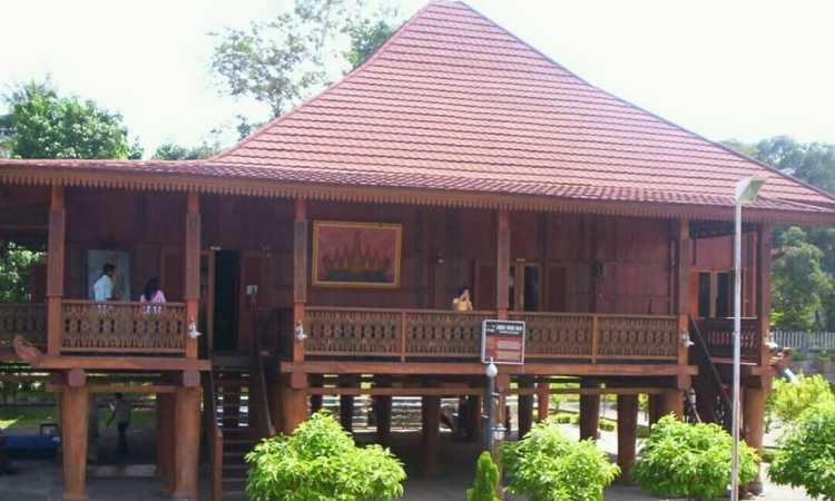 Cara Mendirikan Rumah Adat Lampung