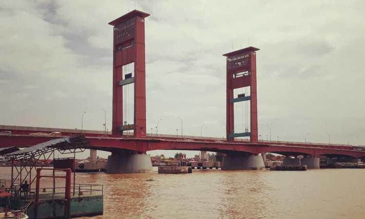 Fasilitas di Jembatan Ampera Palembang