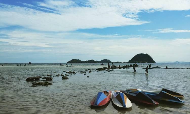 Fasilitas di Pantai Pasir Putih Lampung