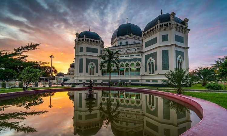 Masjid Raya Al Mashun, Masjid Tertua & Bersejarah di Kota Medan