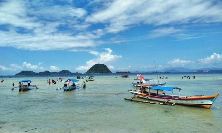 Indahnya Pantai Pasir Putih, Pantai Eksotis di Lampung Selatan