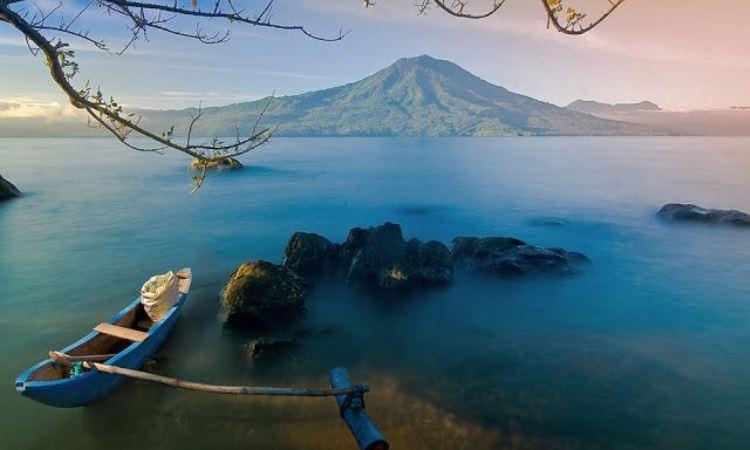 Indahnya Danau Ranau, Danau Eksotis yang Membelah Sumsel dan Lampung
