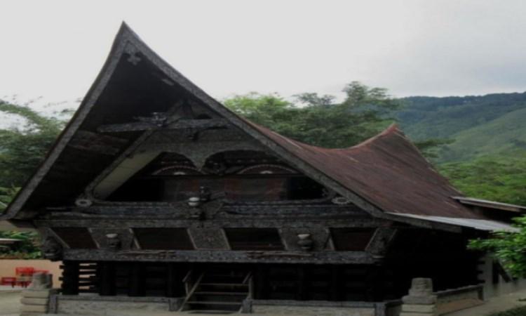 Rumah Adat Padu Kingking