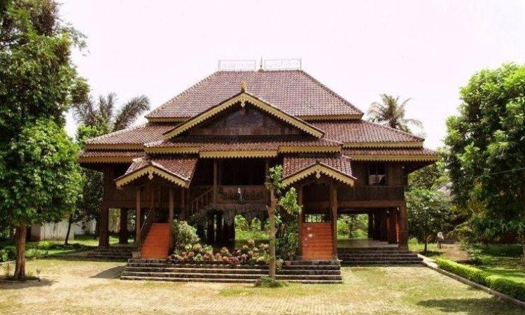 7 Rumah Adat Sumatera Selatan & Keunikannya