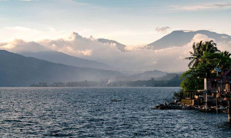 Pesona Keindahan Danau Singkarak di Sumatera Barat