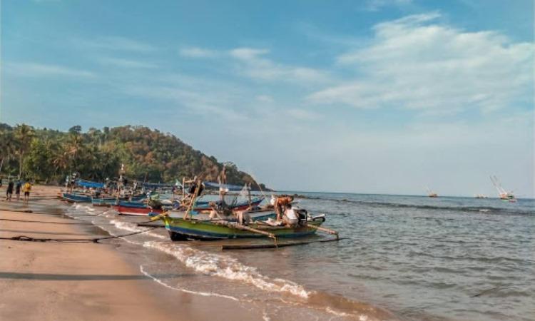 Daya Tarik Pantai Minang Rua Lampung