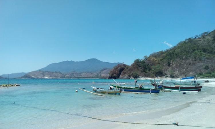 Fasilitas di Pantai Minang Rua Lampung