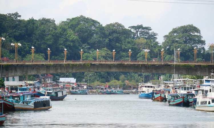Kegiatan di Jembatan Siti Nurbaya