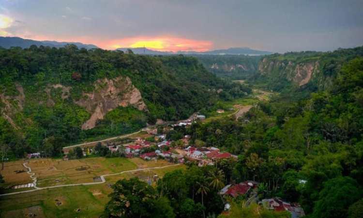 Indahnya Ngarai Sianok, Pahatan Sang Pencipta yang Menakjubkan di Sumatera Barat